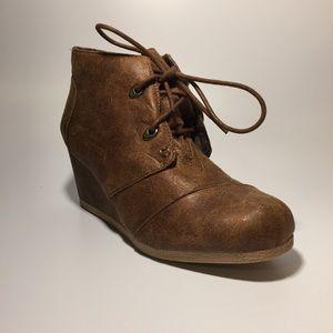 NWOT Maurice's Darby wedge heel booties size 7 1/2